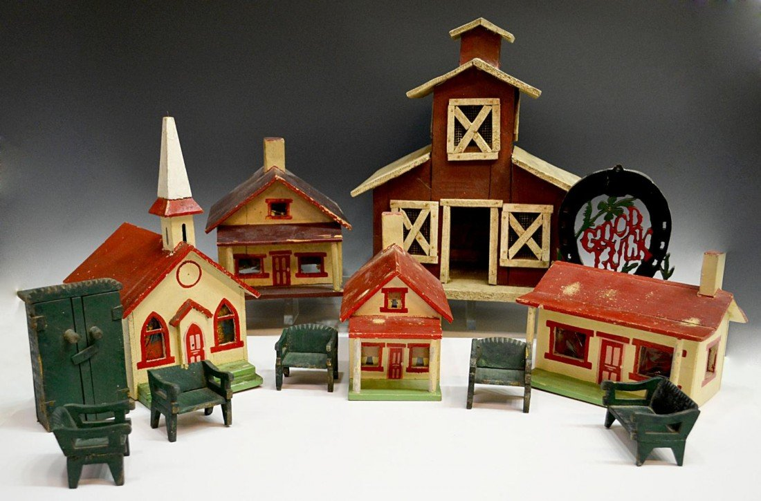 69: COLLECTION OF VINTAGE AMERICAN FOLK ART HOUSES