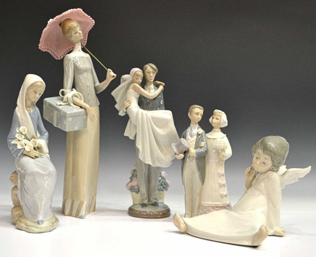 12: (5) COLLECTION OF LLADRO PORCELAIN FIGURES