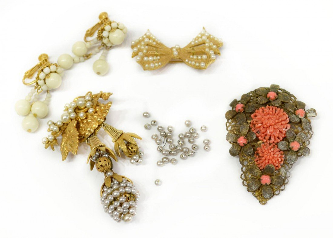 11: PRIMARILY VINTAGE MIRIAM HASKELL JEWELRY GROUP