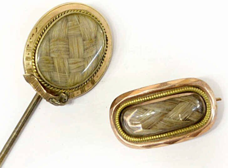 18: VICTORIAN GOLD MEMORIAL HAIR STICK PIN & BROOCH