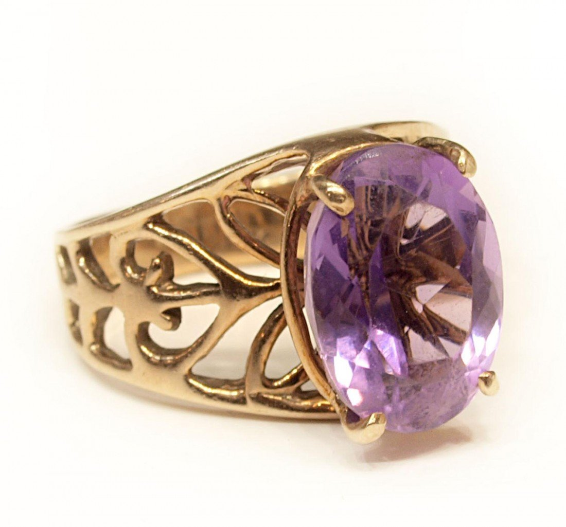 86: LADIES VINTAGE 14KT GOLD & DIAMOND AMETHYST RING
