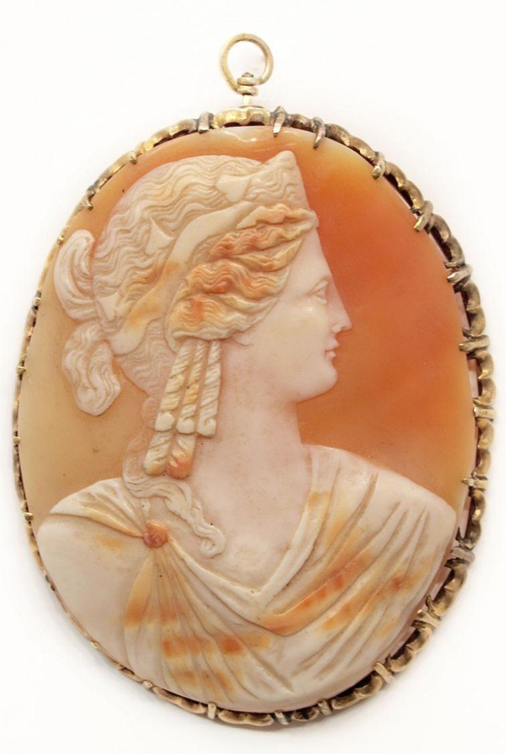 89: LARGE VICTORIAN CAMEO SHELL 14KT GOLD PENDANT
