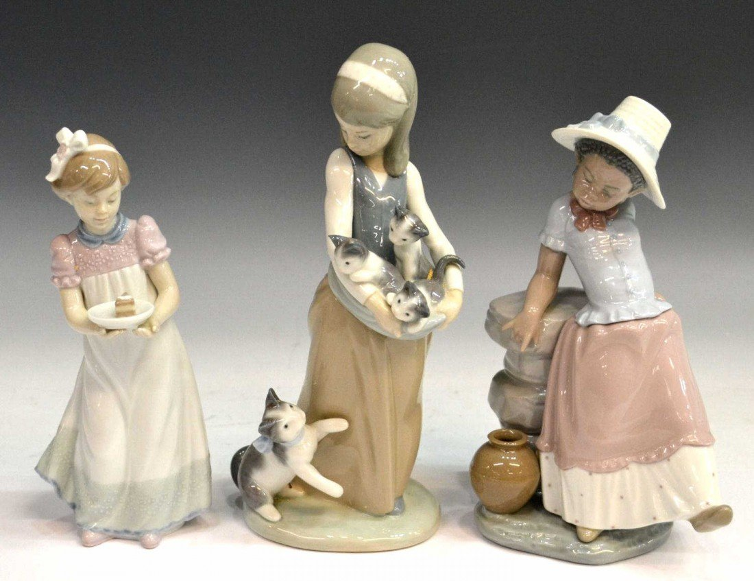222: COLLECTION RETIRED LLADRO PORCELAIN FIGURES