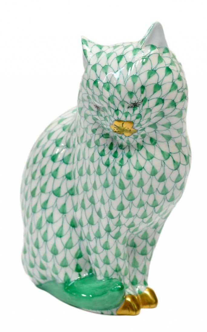 4: HEREND GREEN FISHNET SEATED CAT