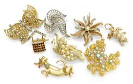 461: (8)VINTAGE COSTUME JEWELRY BROOCHES, GROSSE 1969