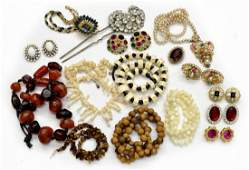 463: COLLECTION OF VINTAGE COSTUME JEWELRY