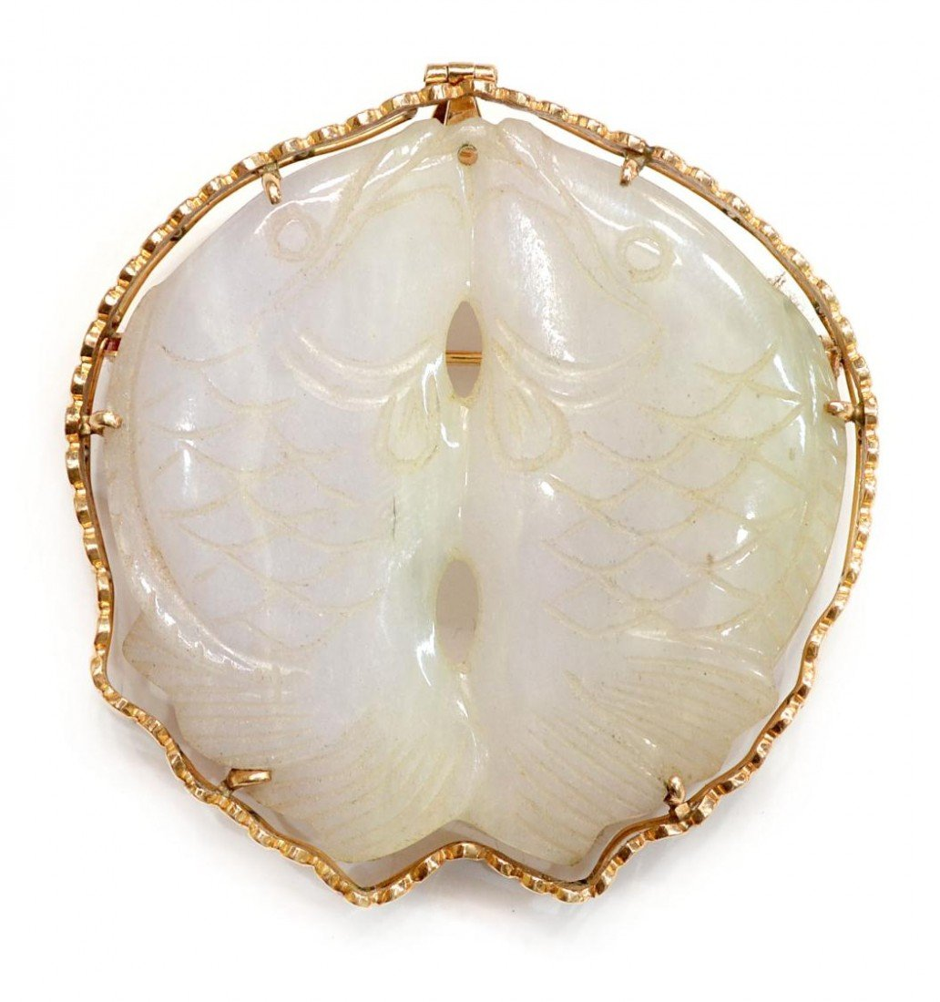501: CHINESE WHITE JADE & 18KT GOLD FISH PENDANT/BROOCH