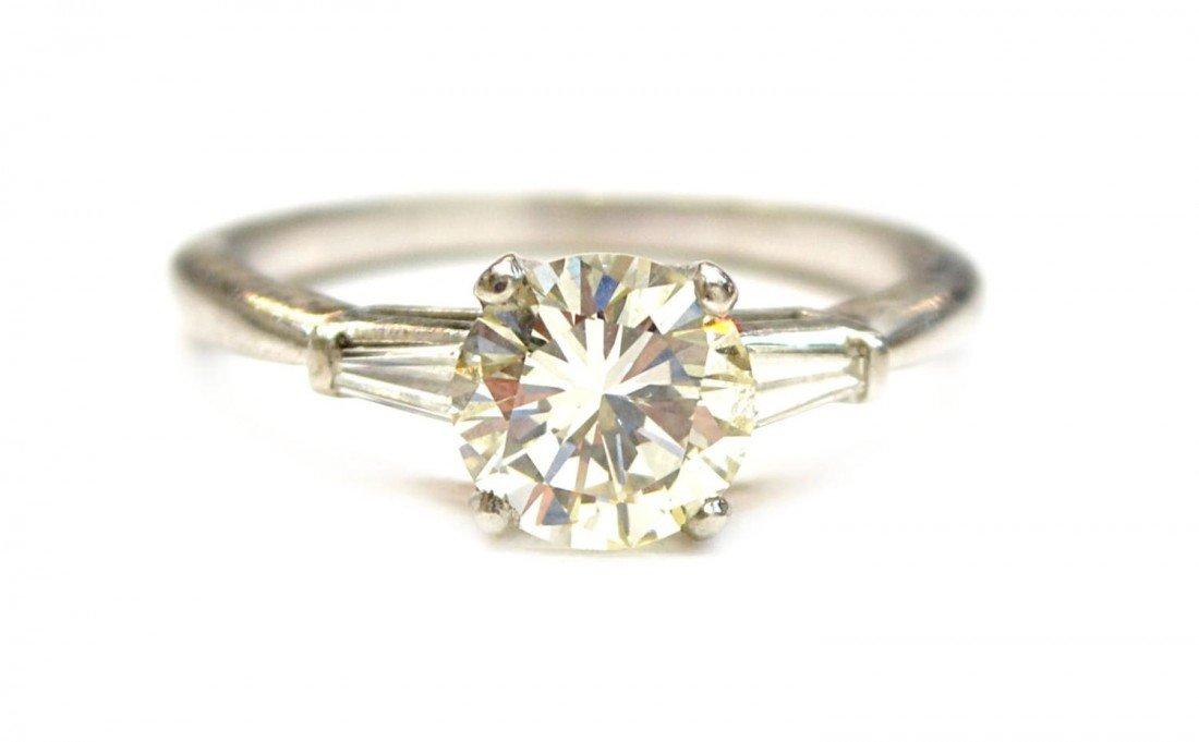 641: LADIES PLATINUM & DIAMOND ESTATE RING, 1.56CT