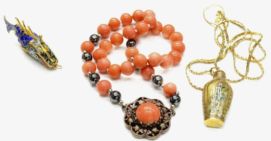 13: CHINESE CORAL & SILVER NECKLACE, ENAMEL FISH