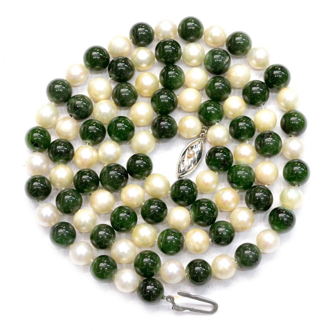 19: VINTAGE GREEN JADE & PEARL BEADED NECKLACE