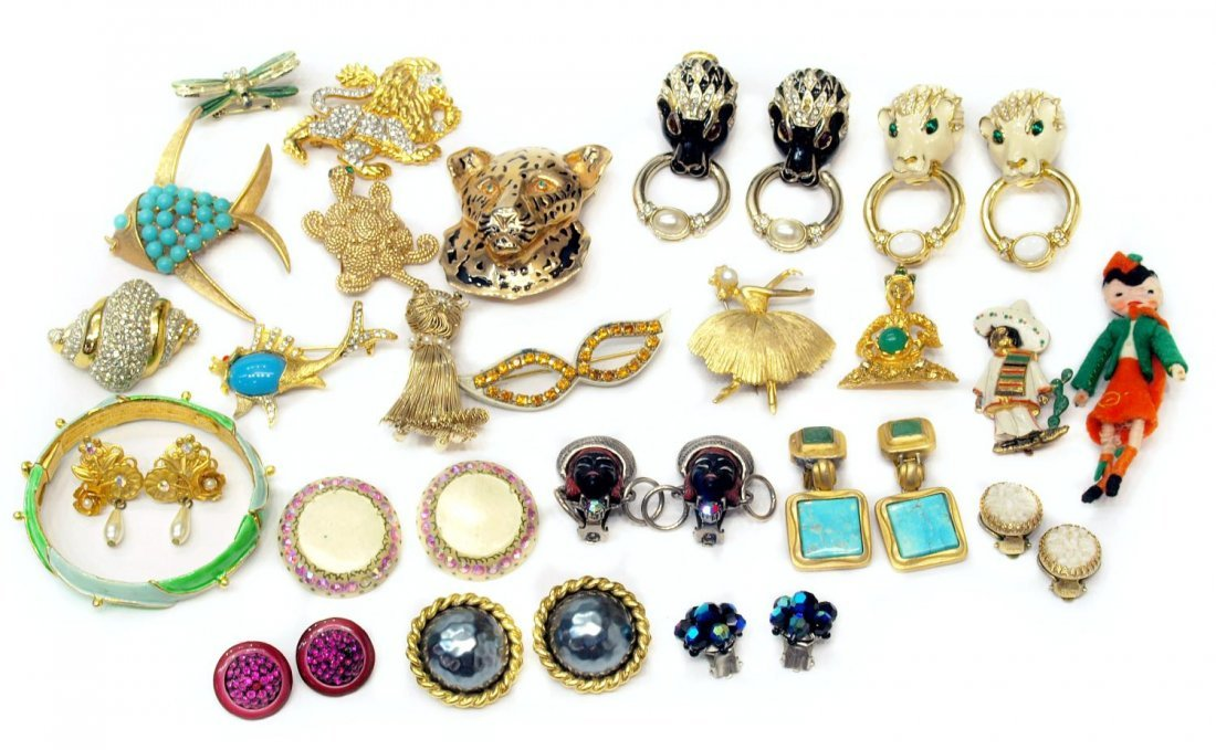88: HUGE COLLECTION VINTAGE SIGNED COSTUME JEWELRY