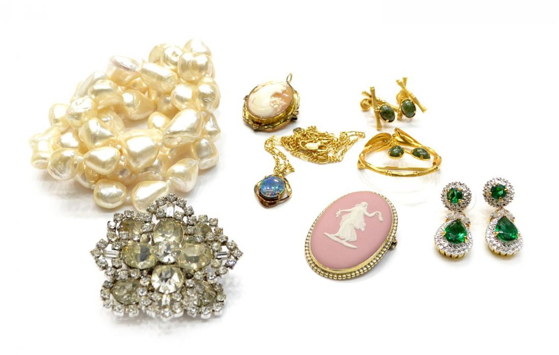 205: (10)OPAL, CAMEO, JADE & VINTAGE JEWELRY COLLECTION