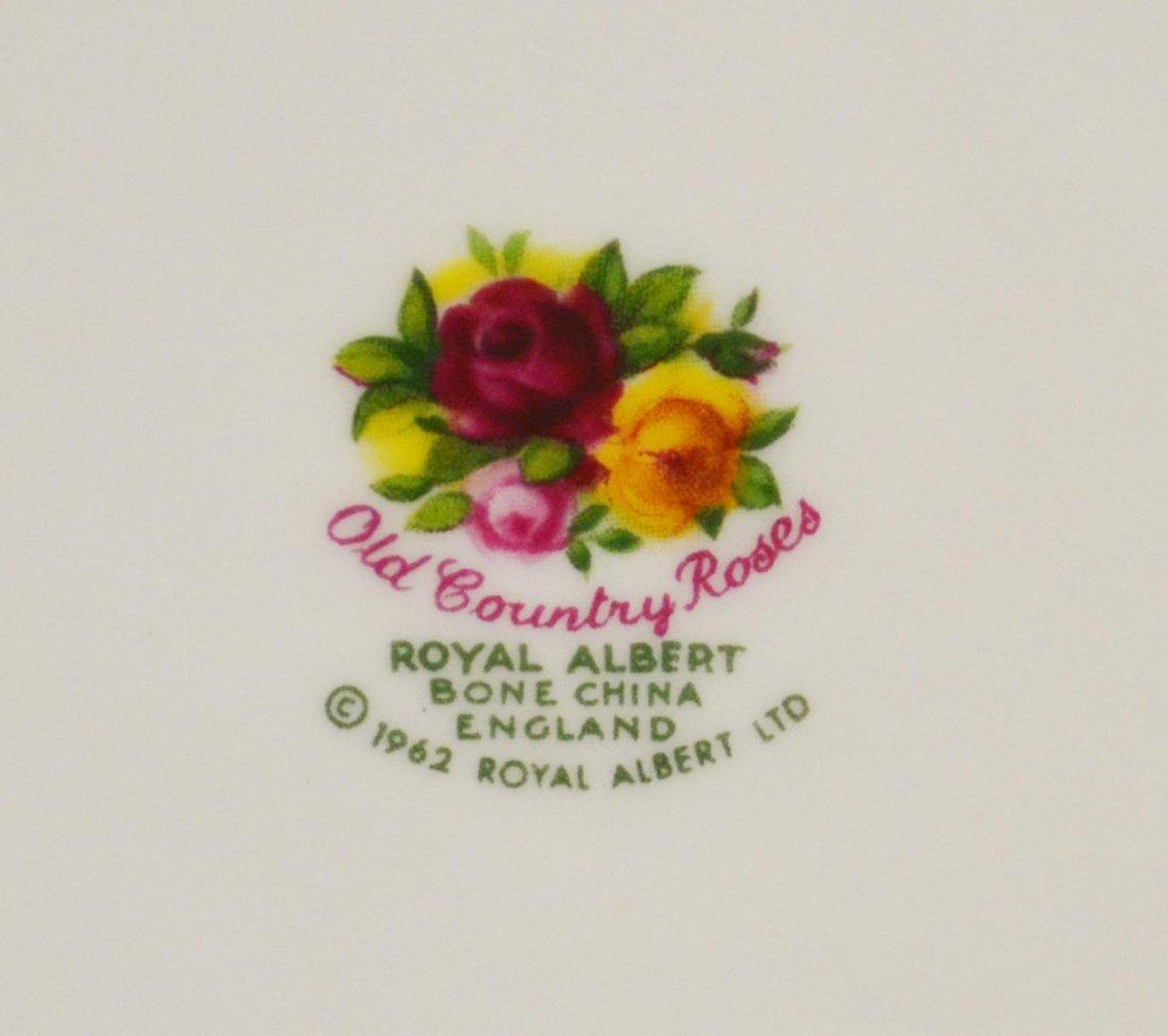 409: (31) ROYAL ALBERT 'OLD COUNTRY ROSES' DINNER SET - 7