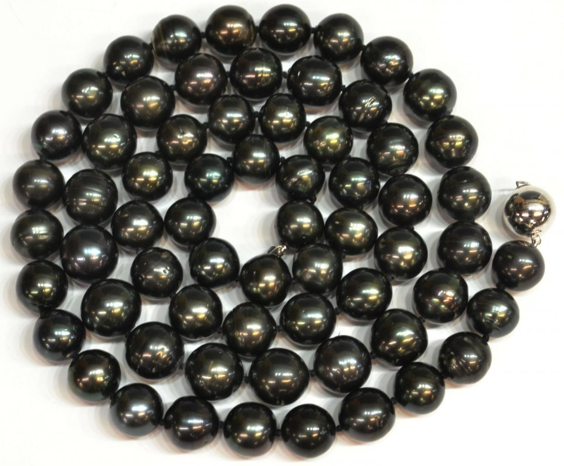 579: TAHITIAN BLACK CULTURED PEARL NECKLACE