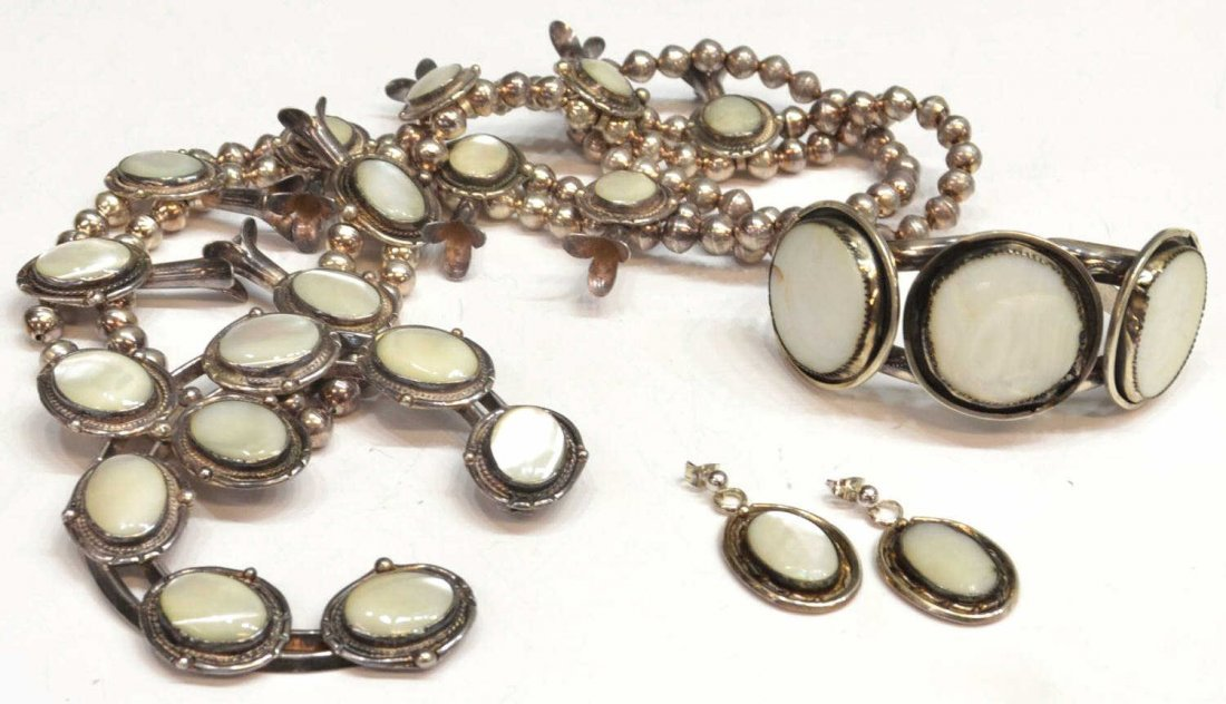 15: SOUTHWEST MOTHER-OF-PEARL SILVER JEWELRY SUITE