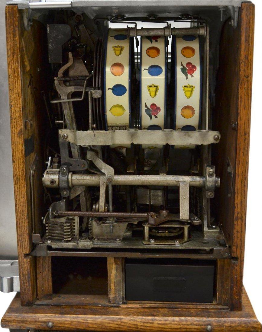 104: VINTAGE MILLS 'AUTOMATIC SALESMAN' SLOT MACHINE - 9