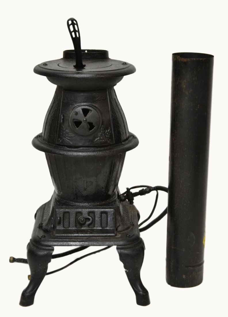 480: SMALL CAST IRON POT BELLY WOOD STOVE - 480: SMALL CAST IRON POT BELLY WOOD STOVE : Lot 0480