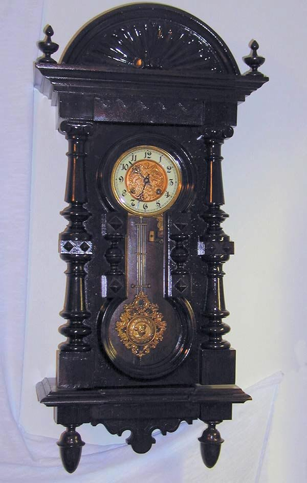 19: 1 KEYHOLE REGULATOR CLOCK WITH FANCY FACE