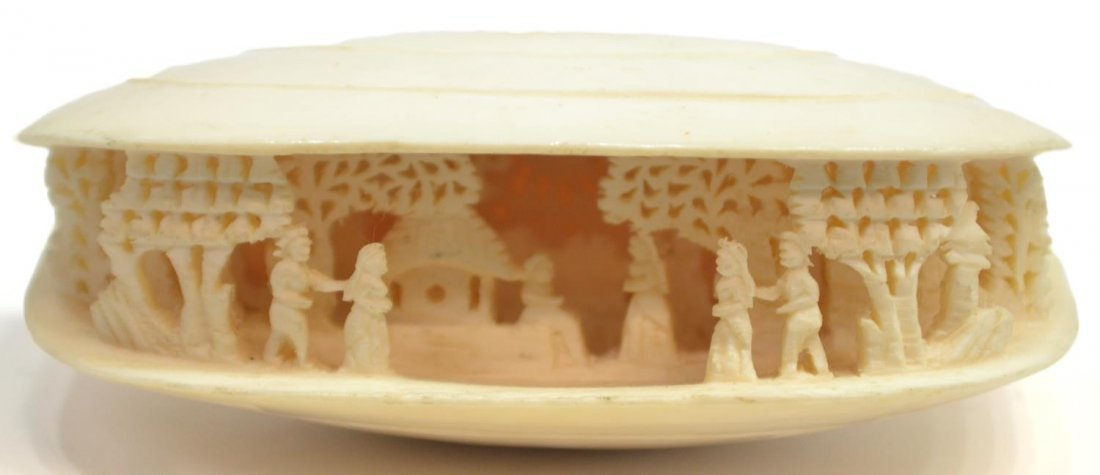 DIMINUTIVE CHINESE IVORY CARVING, CLAMS DREAM