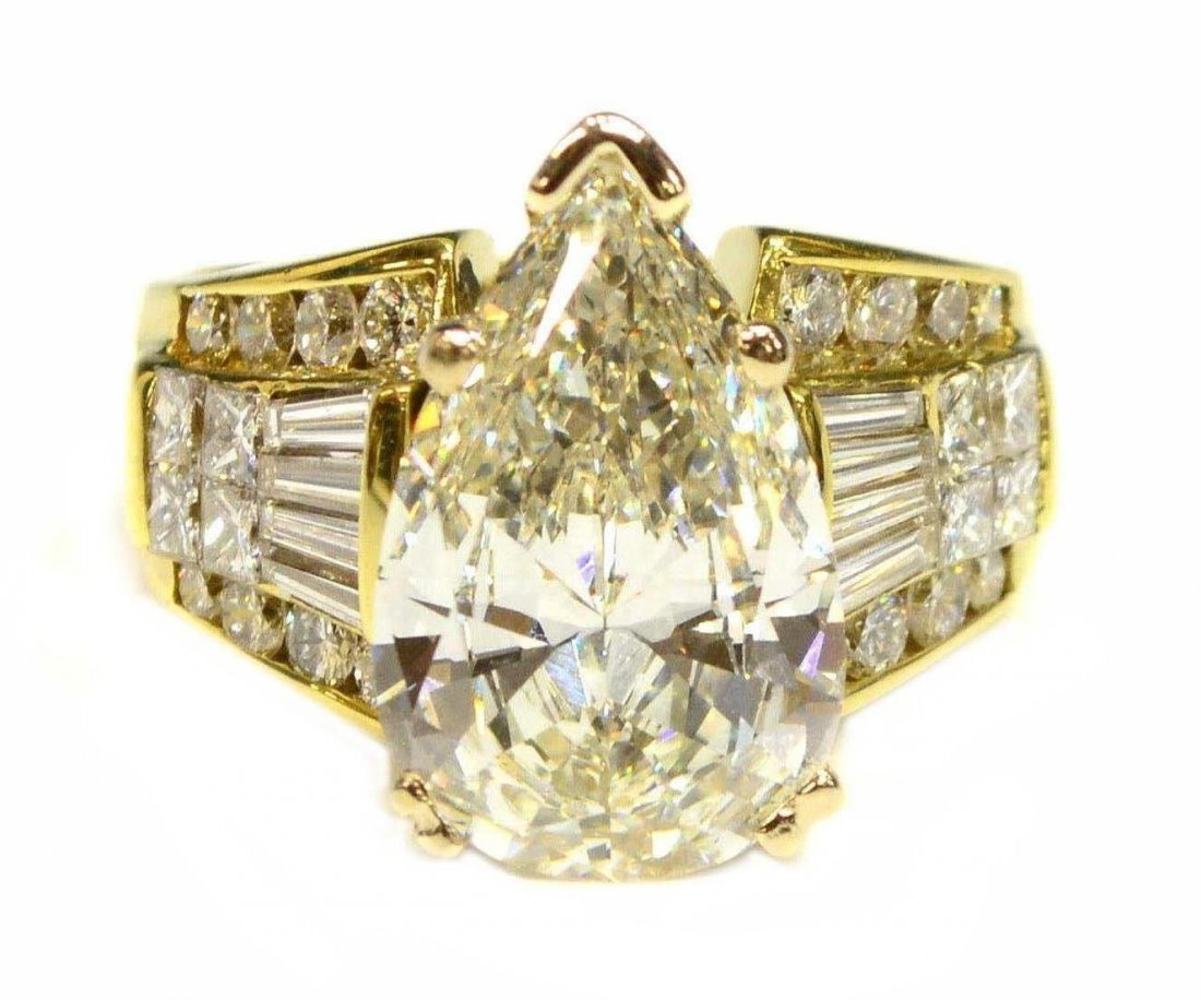 18KT GOLD & GIA 6.07 CT CENTER DIAMOND ESTATE RING