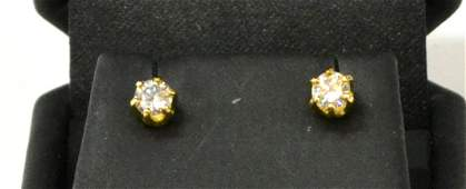 LADIES 14KT GOLD  DIAMOND STUD EARRINGS