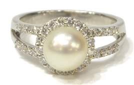 LADIES 18KT WHITE GOLD, DIAMOND & PEARL RING