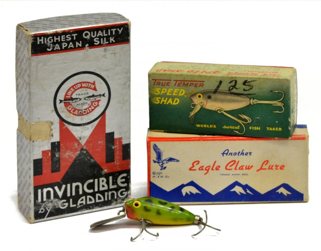 VINTAGE FISHING TACKLE BOX, MANY LURES & EQUIPMENT - 4