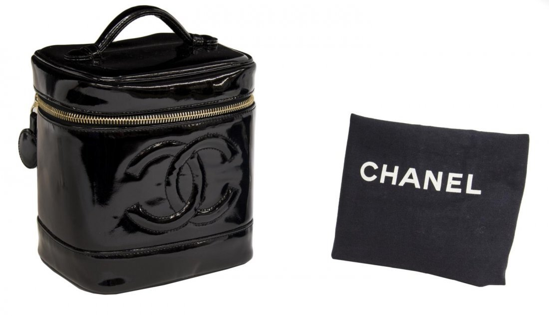 CHANEL BLACK PATENT LEATHER COSMETIC BAG