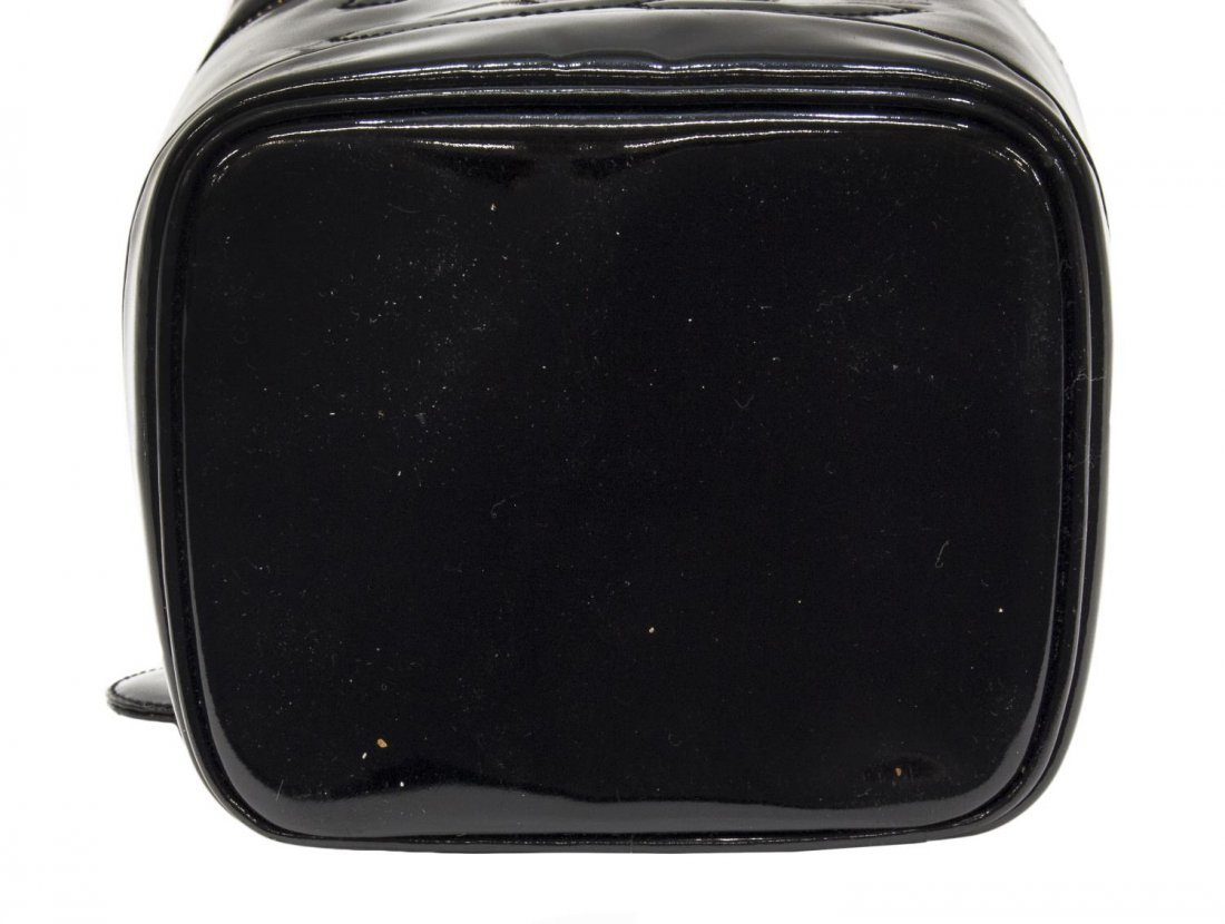 CHANEL BLACK PATENT LEATHER COSMETIC BAG - 3