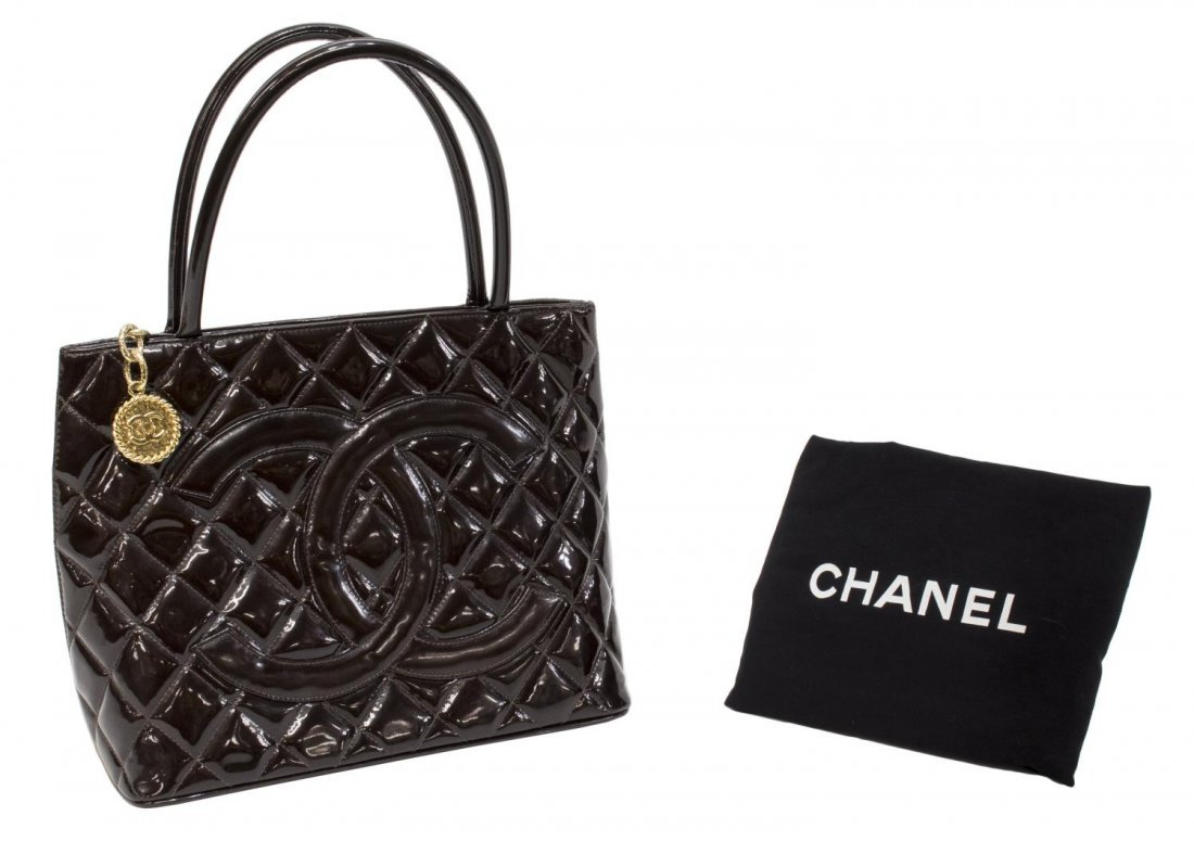 CHANEL QUILTED BROWN PATENT LEATHER MEDALLION BAG