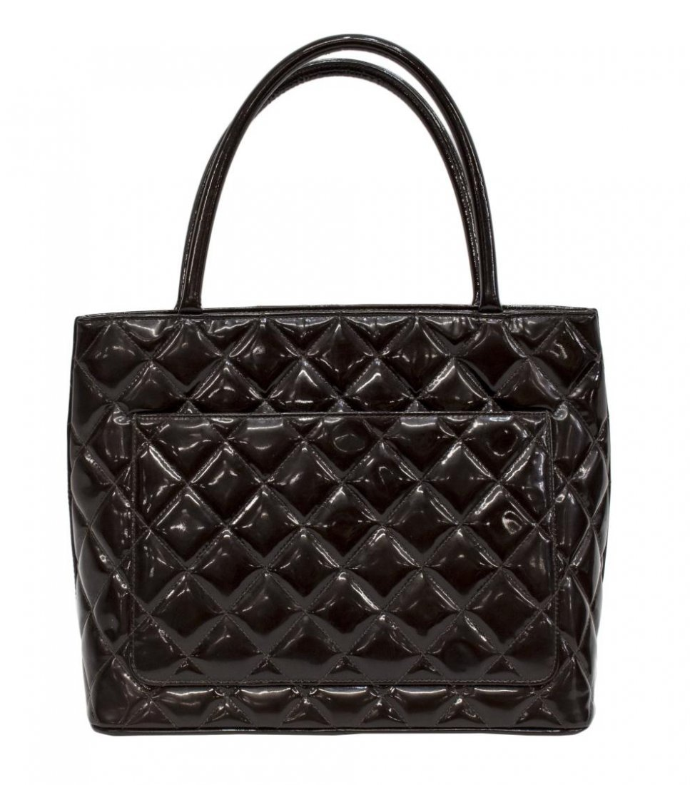 CHANEL QUILTED BROWN PATENT LEATHER MEDALLION BAG - 2