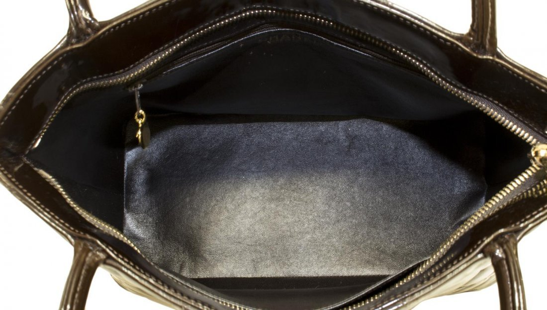CHANEL QUILTED BROWN PATENT LEATHER MEDALLION BAG - 5