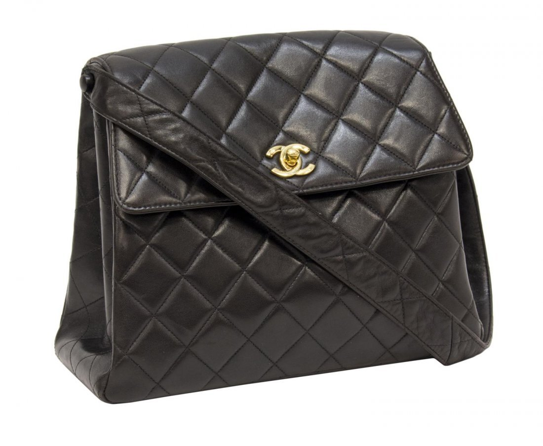 CHANEL QUILTED BLK LEATHER FLAP FRONT SHOULDER BAG