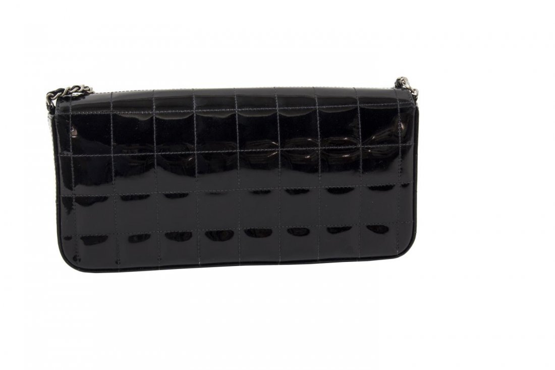 CHANEL QUILTED BLACK PATENT LEATHER EAST/WEST BAG - 2