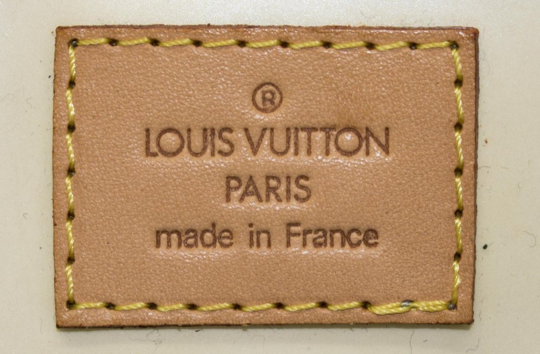 LOUIS VUITTON VERNIS 'READE PM' HANDBAG - 4