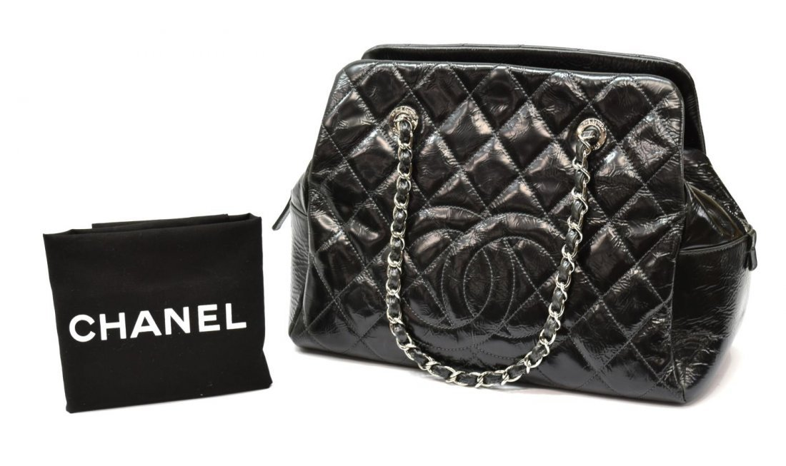 CHANEL QUILTED PATENT LEATHER HANDBAG