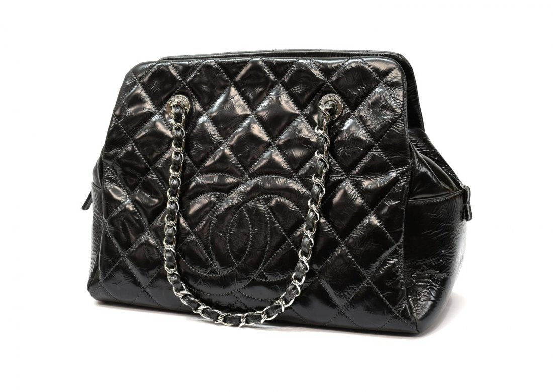 CHANEL QUILTED PATENT LEATHER HANDBAG - 2