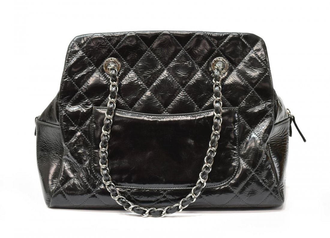 CHANEL QUILTED PATENT LEATHER HANDBAG - 3