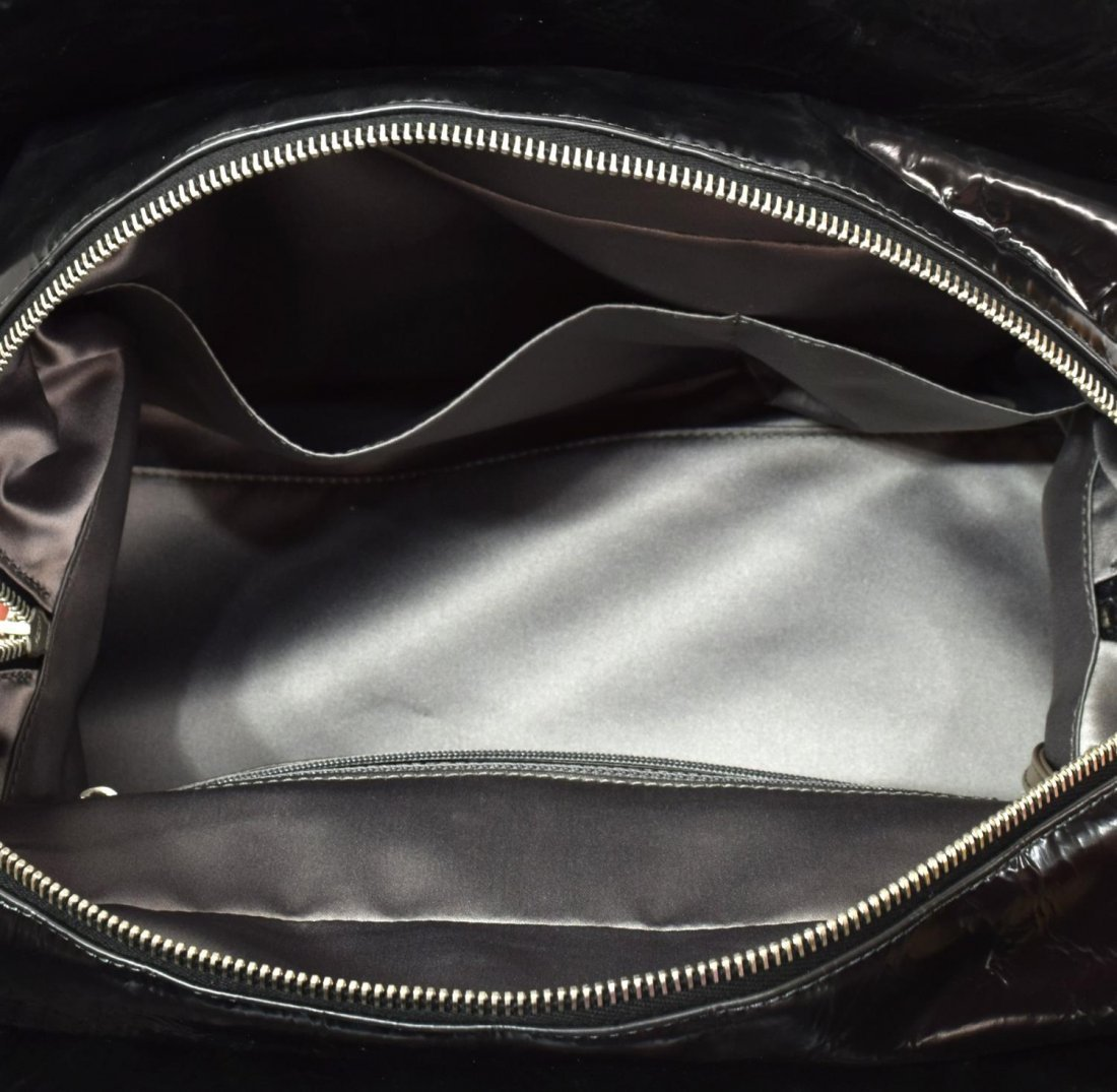CHANEL QUILTED PATENT LEATHER HANDBAG - 6