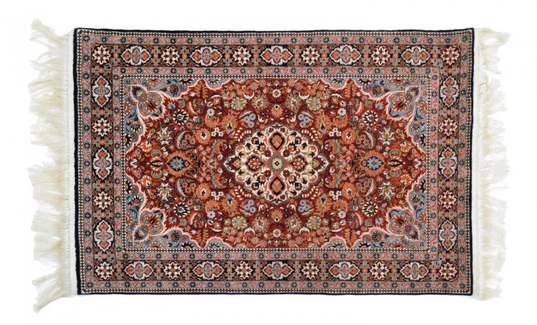 CHINESE SILK RUG, LIKE NEW CONDITION, APRX 2' x 3'