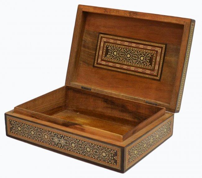 VINTAGE ARABESQUE BONE INLAID TABLE BOX - 3