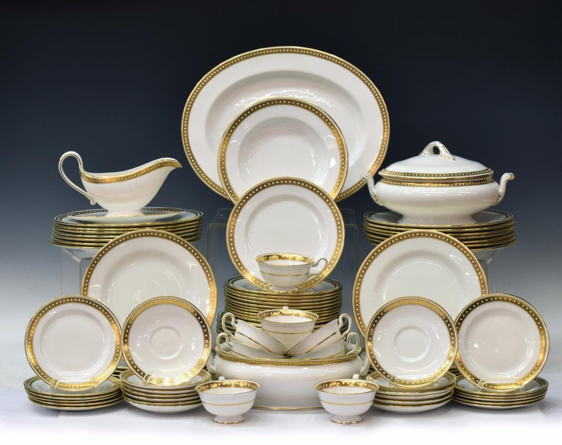 (88)FINE SPODE BONE CHINA GOLD & ENAMEL DINNER SET
