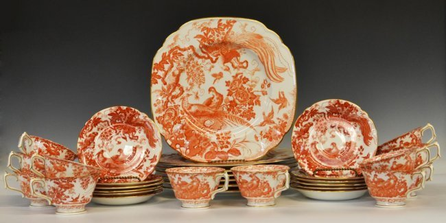 (31) ROYAL CROWN DERBY 'RED AVES' DINNER SERVICE