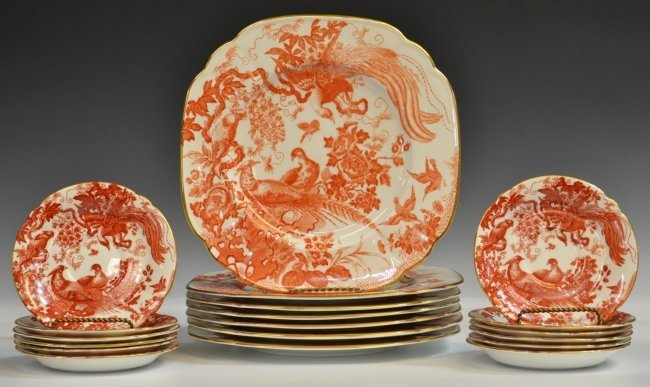 (31) ROYAL CROWN DERBY 'RED AVES' DINNER SERVICE - 2