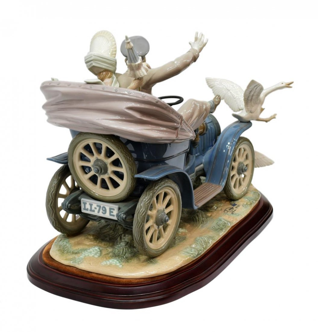 LLADRO PORCELAIN FIGURAL GROUP 'CAR IN TROUBLE' - 3