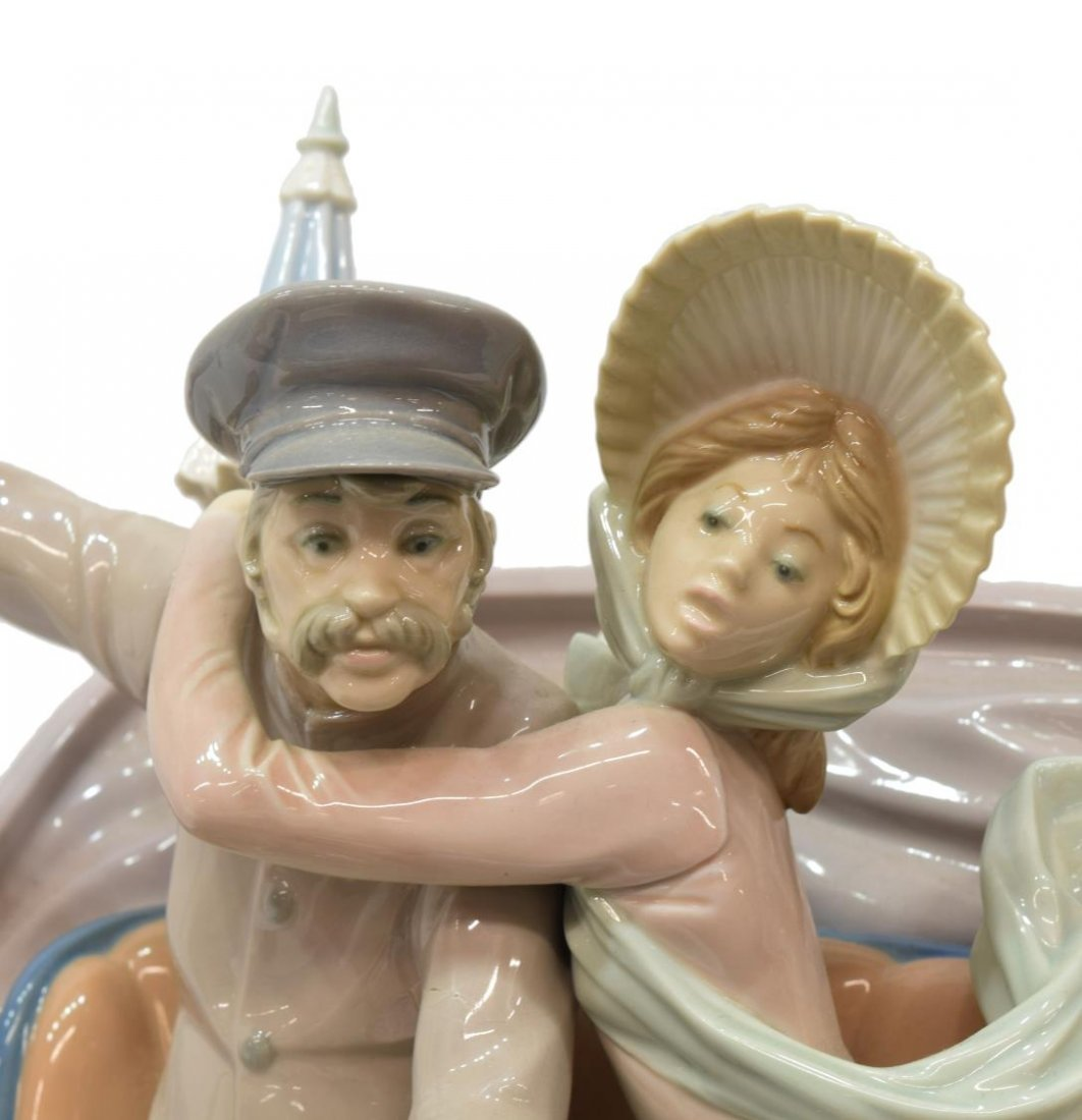 LLADRO PORCELAIN FIGURAL GROUP 'CAR IN TROUBLE' - 4
