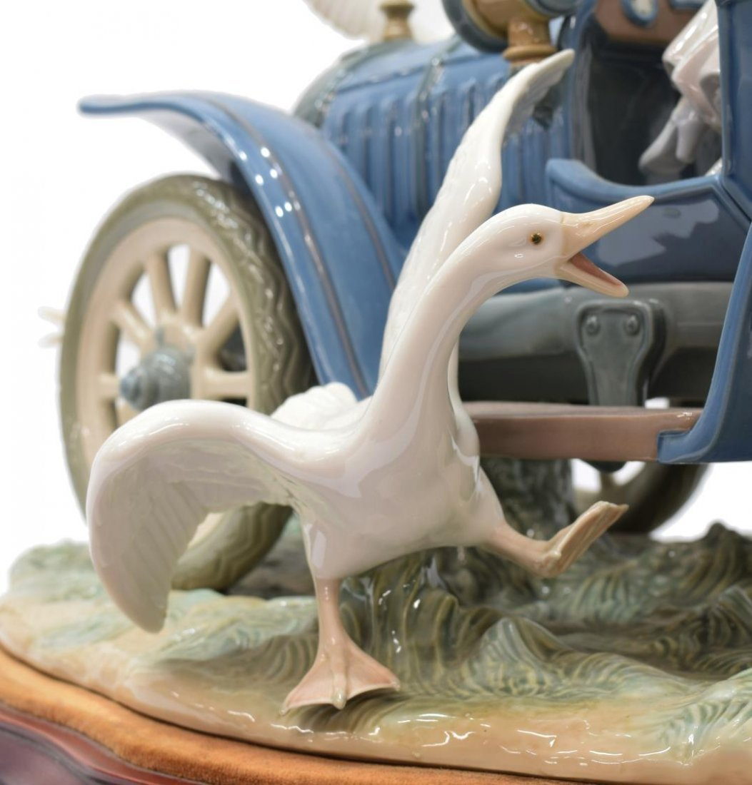 LLADRO PORCELAIN FIGURAL GROUP 'CAR IN TROUBLE' - 6