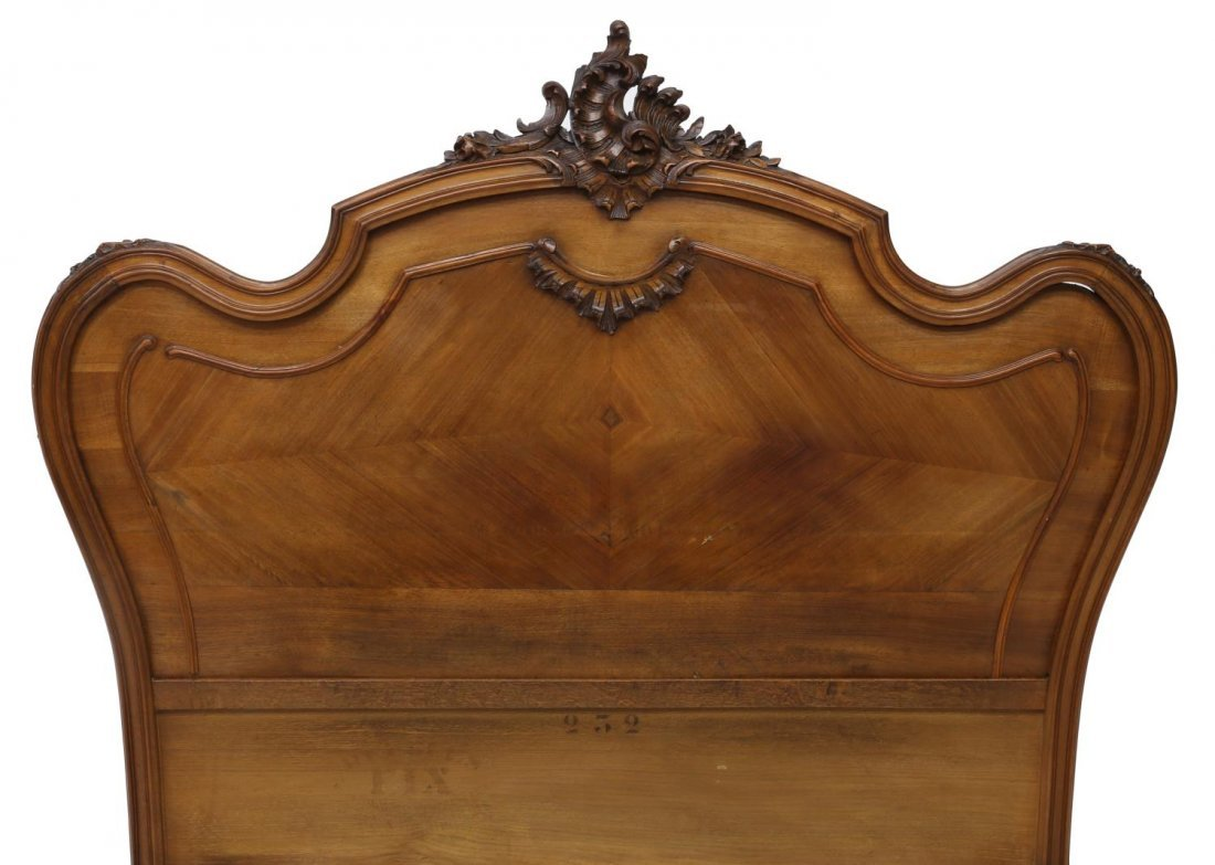 FRENCH LOUIS XV STYLE CARVED WALNUT BED, 19TH C - 3