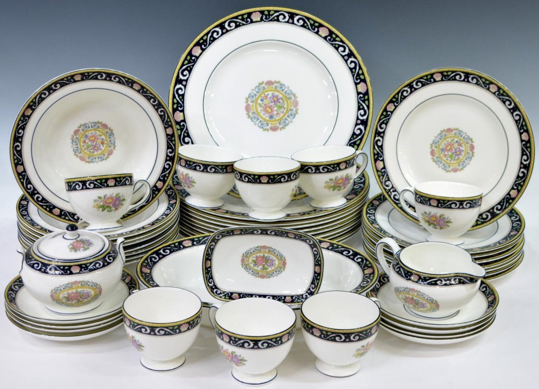 (38) ENGLISH WEDGWOOD 'RUNNYMEDE' DINNER SERVICE