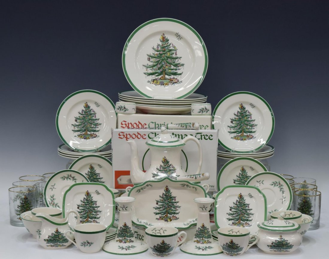 (89) EXTENSIVE SPODE CHRISTMAS TREE DINNER SERVICE